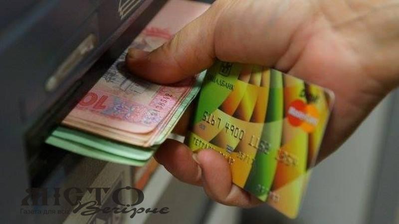 В Іваничах чоловік вкрав кошти з банківської картки колишньої тещі