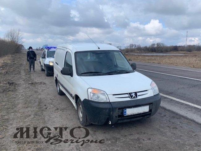 На трасі «Київ-Ковель-Ягодин» затримали автомобіль з бурштином на пів мільйона