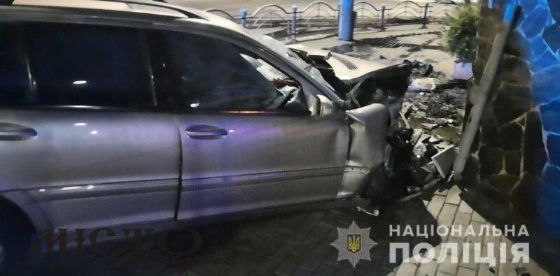 У Луцьку водій не впорався з керуванням та в'їхав у будинок