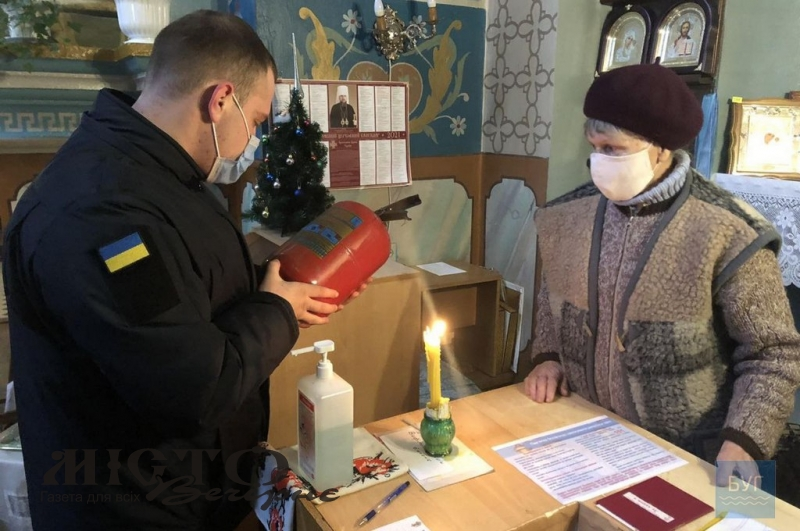 Рятувальники Володимира дбають про безпеку у храмах під час свят