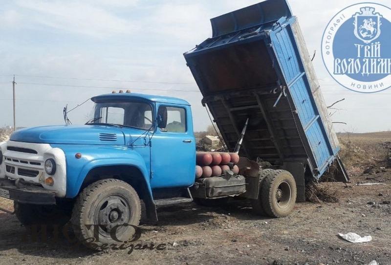 На чоловіка, який викидав сміття неподалік Володимира, склали адмінпротокол
