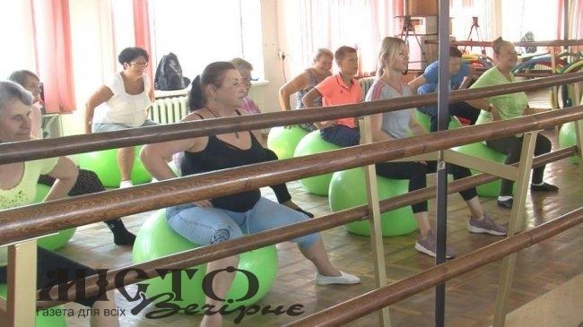 У Володимирі-Волинському пенсіонери опановують латиноамериканські танці