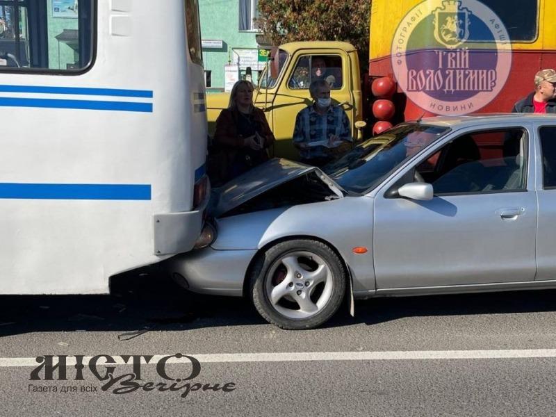 У Володимирі зіткнулись дві автівки
