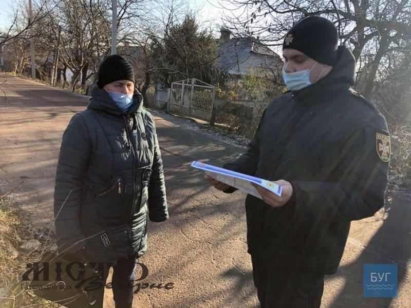 У Володимирі рятувальники нагадали мешканцям вулиці, на якій горів будинок, правила пожежної безпеки