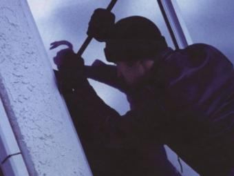 Поліцейський офіцер Устилузької громади оперативно розкрив крадіжку з будинку пенсіонерки