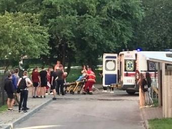 У Луцьку під час «дворових розбірок» підлітку встромили ножа в спину