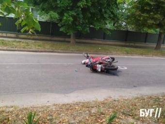 У Благодатному зіткнулися мотоцикл та мінівен
