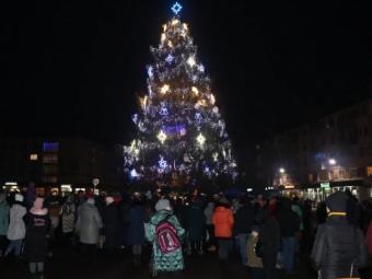 Новорічну ялинку у Володимирі поставлять раніше, а її відкриття відбудеться онлайн