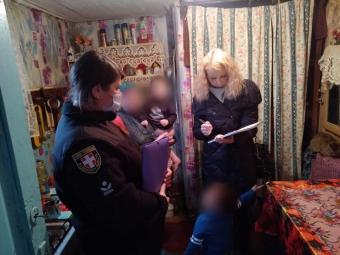 В Зимнівській громаді горе-матір залишила без нагляду двох маленьких дітей