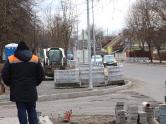 На вулиці Незалежності у Володимирі перекладають бруківку
