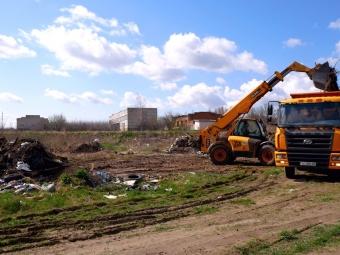 У Володимирі прибрали стихійне сміттєзвалище