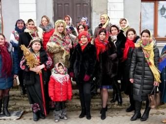 Флешмоб з хустками влаштували у Володимирі-Волинському