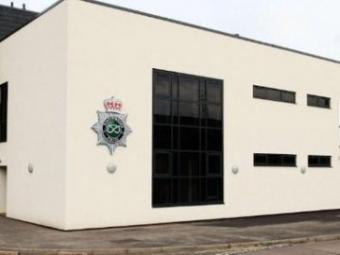 В Британії зловмисники випадково подзвонили в поліцію, коли грабували будинок