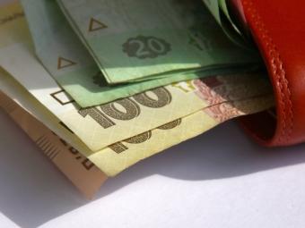 Двом працівникам володимирського коледжу повернули заборговану зарплату
