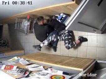 П'яні правоохоронці по черзі домагалися дівчини