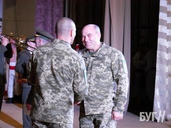У Володимирі урочисто вручили ордери на 42 квартири військовослужбовцям