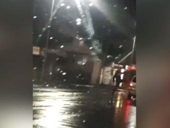 У Володимирі-Волинському зафільмували двох чоловіків, які посеред ночі шкодили проїжджаючі машини