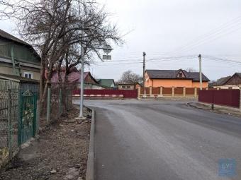 Підрядника просять перенести кілька опор на вулиці Незалежності у Володимирі