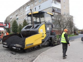 У Володимирі заасфальтували заїзд до двору на вулиці Шевченка, 72