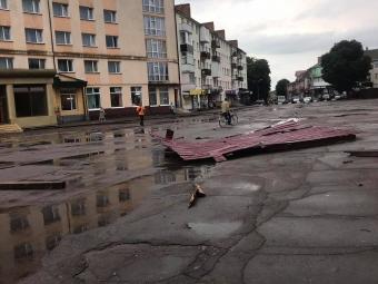 У Володимирі вирувала сильна зива з потужними поривами вітру