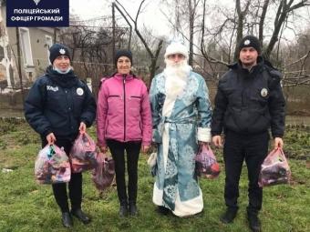 Перевдягнутий у Миколая офіцер Зимнівської громади привітав діток зі святом