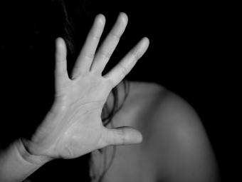 Біля школи в Рівному зґвалтували малолітню школярку