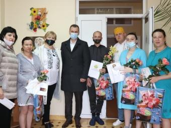 У Володимир-Волинському пологовому відділені привітали породіль із Днем матері