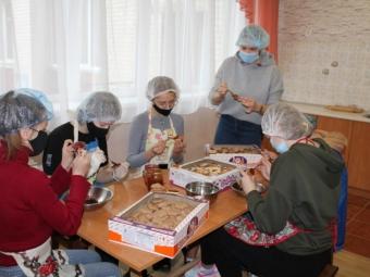 Володимир-Волинські школярі передали військовим на Схід смаколики та вітальні плакати