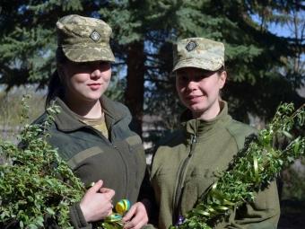Військові-захисники з 14 ОБМр передали вітання з Вербною неділею зі Сходу України