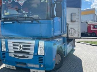 Через «Ягодин» поляк намагався вивезти з України велику партію сигарет