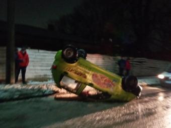 У Володимирі перкинулось авто, яке доставляє піцу.