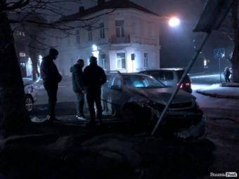 У Луцьку на перехресті зіткнулися 2 авто