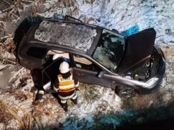 У Польщі українець зїхав автомобілем з мосту в річку