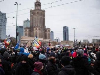 У Варшаві на протести вийшли тисячі противників закону про аборти