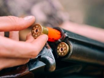 На Черкащині батько вистрілив у сина, а потім собі у шию