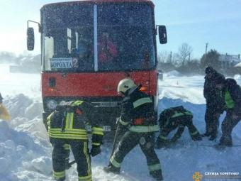На Тернопільщині з дороги злетів автобус з 50-ма пасажирами