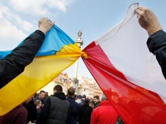 Польща за свій рахунок вакцинує українців на своїй території