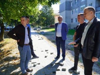 Роботи з облаштування доріжок на вулиці Луцькій у Володимирі будуть виконані якісно