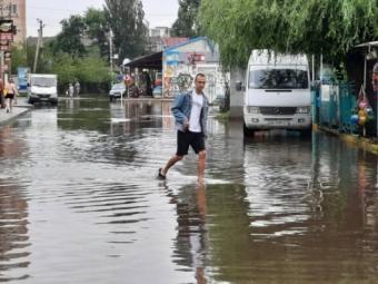 У курортному селищі Коблеве злива затопила вулиці та бази відпочинку