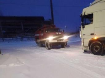 У Нововолинську рятувальники витягнули вантажівку із снігового полону