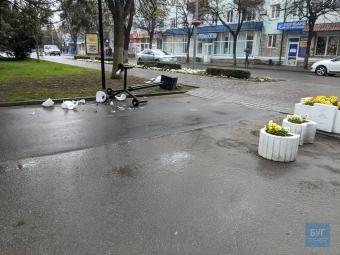 У центрі Володимира автомобіль збив опору вуличного освітлення