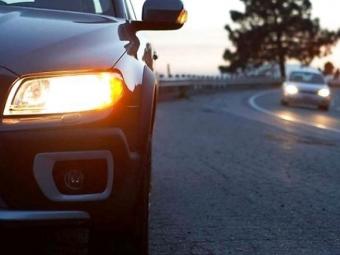 В Україні змінились правила користування ближнім світлом