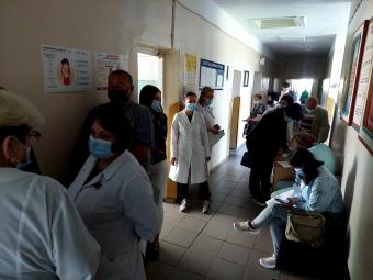 Медики у Володимирі отримали другу дозу вакцини від коронавірусу