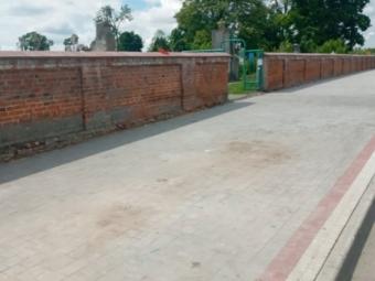 У Володимирі біля входу на Ладомирське кладовище комунальники прибрали сміттєві контейнери