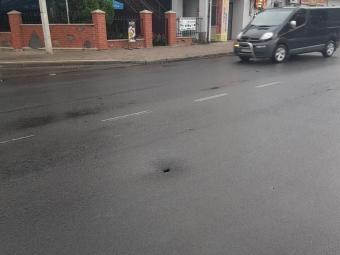 В асфальті на Ковельській у Володимирі з'явилася діра