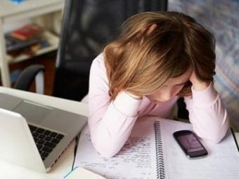Доцент столичного вишу надсилав 12-річній дівчинці порновідео у Viber