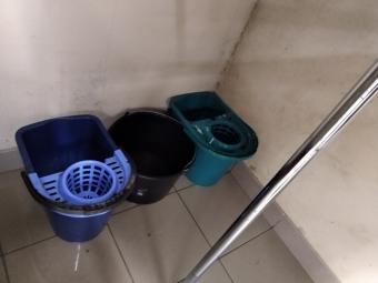 Жителі будинку затопили магазин секонд-хенду у Володимирі-Волинському