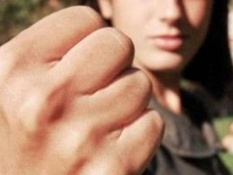 У Рівному біля школи жорстоко побилися дівчата