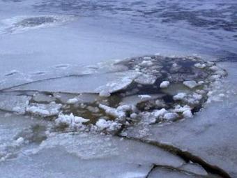 На Волині рибалка провалився під лід і втопився