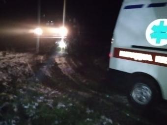 У Володимир-Волинському районі «швидка» загрузла в бездоріжжі